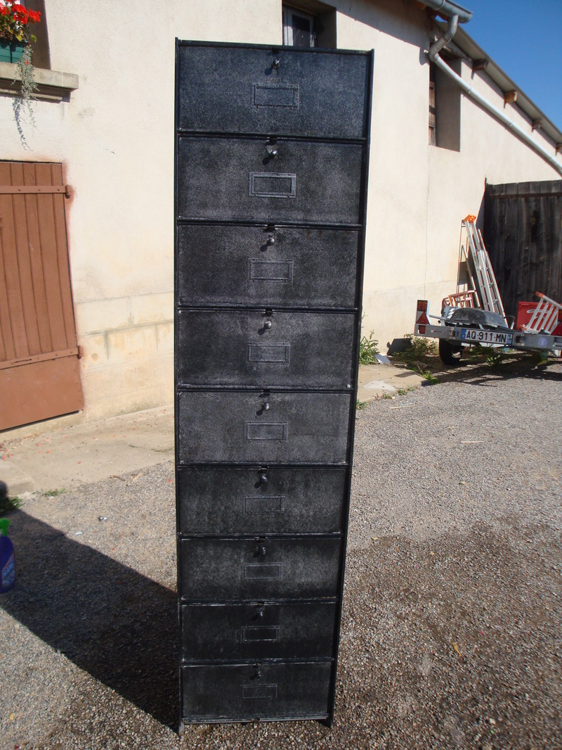 que faire avec une armoire en fer casier. Black Bedroom Furniture Sets. Home Design Ideas